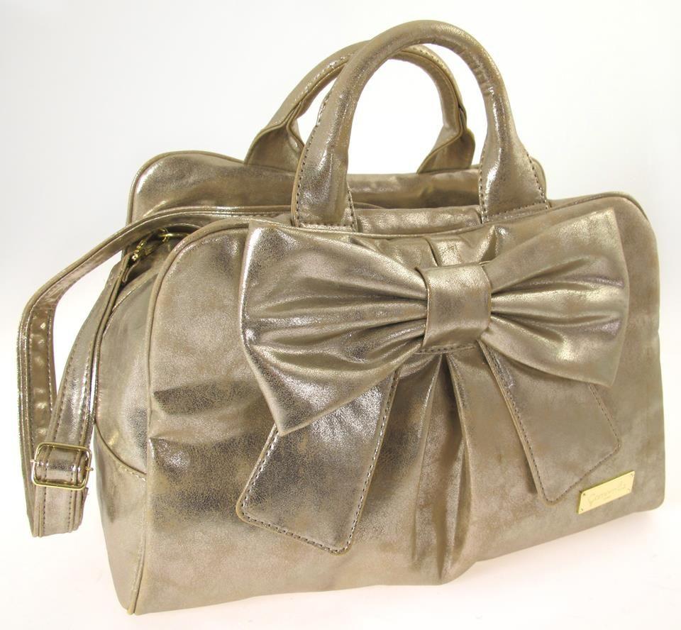 La borsa Ribbon di Camomilla in versione Limited Edition realizzata per il 30° anniversario e acquistabile dal 24 al 27 gennaio presso lo stand di Camomilla al Macef - The International Home Show