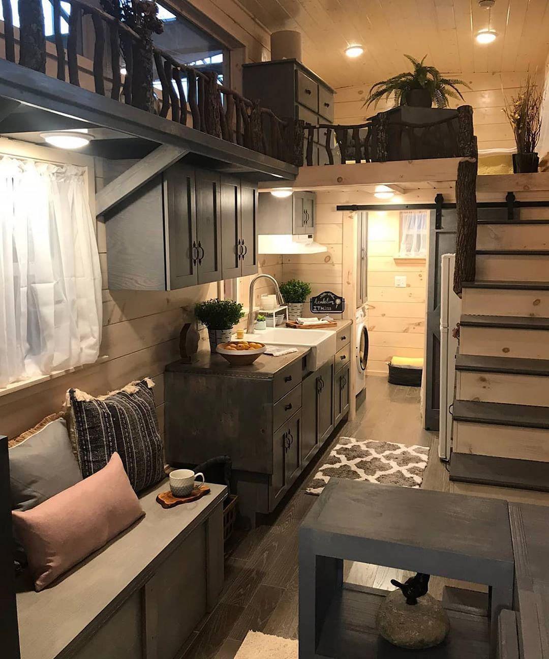Tiny Estates On Instagram This Tiny House Interior Looks So Cozy The 28 Foot Dandelion Mit Bildern Winziges Haus Grundriss Kleines Haus Einrichtung Kleine Hauspflanzen