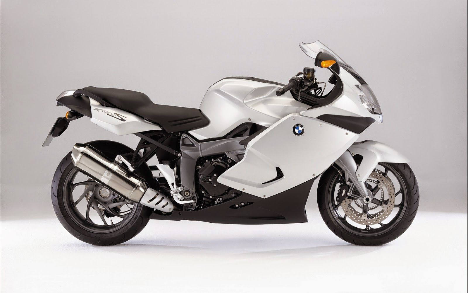 Picture Of Bmw K 1300 S White Motorcycle Wallpaper Bmw Motorcycles Bike Bmw