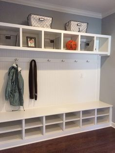 r sultats de recherche d 39 images pour id e rangement manteau hiver garage rangement. Black Bedroom Furniture Sets. Home Design Ideas
