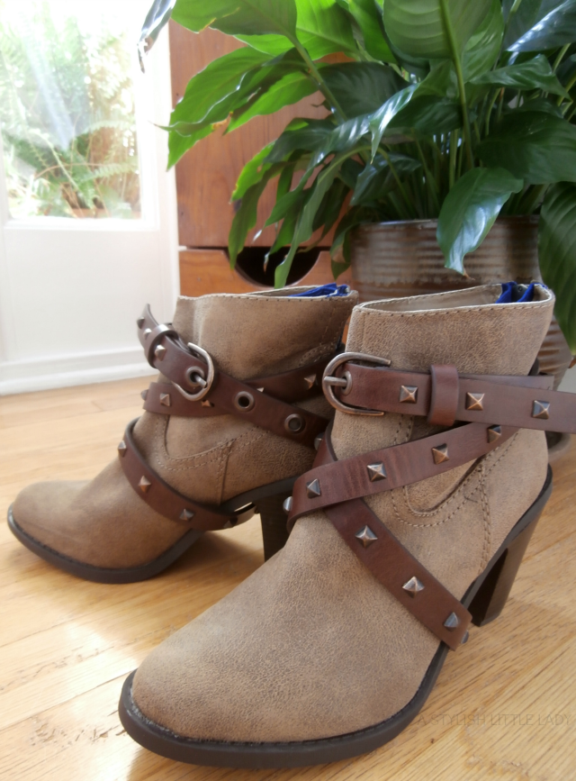 #DIY restyle your ankle boots with belts//a stylish little lady
