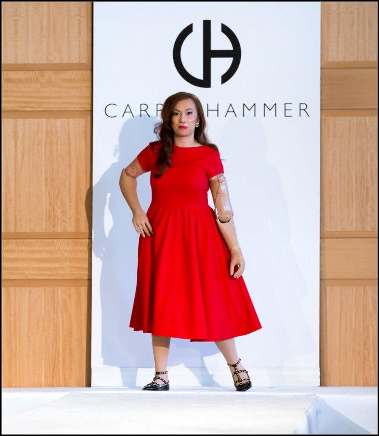 Karen Crespo desfiló es la primera mujer con prótesis que modela en New York. Karen desafió la medicina y camino por la pasarela un majestuoso vestido rojo de Carrie Hammer. http://www.liniofashion.com.co/linio_fashion/ropa-para-mujeres?utm_source=pinterest&utm_medium=socialmedia&utm_campaign=COL_pinterest___fashion_karencrespo_20141014_08&wt_sm=co.socialmedia.pinterest.COL_timeline_____fashion_20141014karencrespo.-.fashion