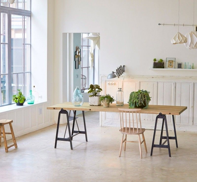 Treteaux 39 Idees Deco Pour Creer Une Table Ou Un Bureau Table Salle A Manger Idee Deco Table Table A Manger Treteaux