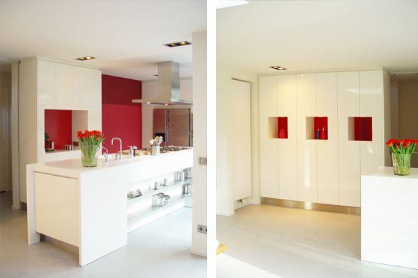 Aanbrengen van rode accenten voor een warm accent in een witte omgeving interieurontwerp for Interieurontwerp