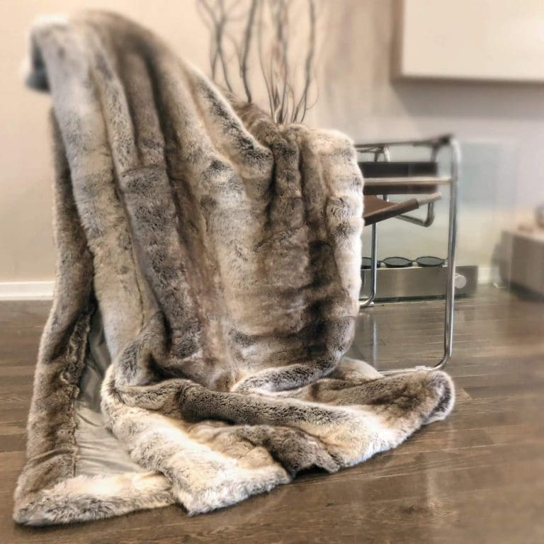 Pin On Top 10 Best Faux Fur Throw Blankets Reviews