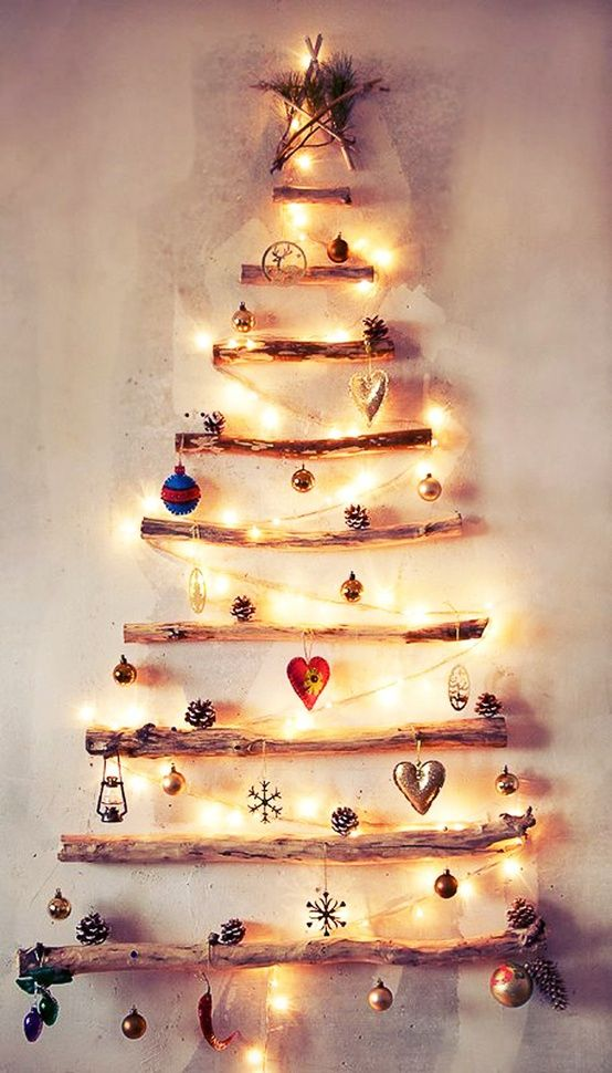Lighted Christmas wall tree made from tree branches. ♥ #DIY #Art ...