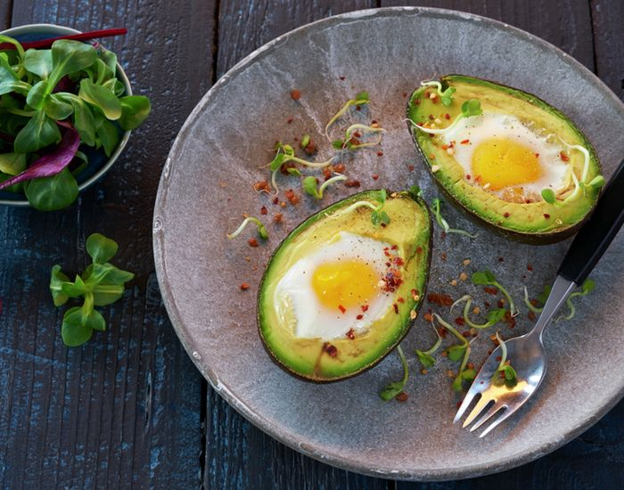 Bakt avokado med egg - Tara