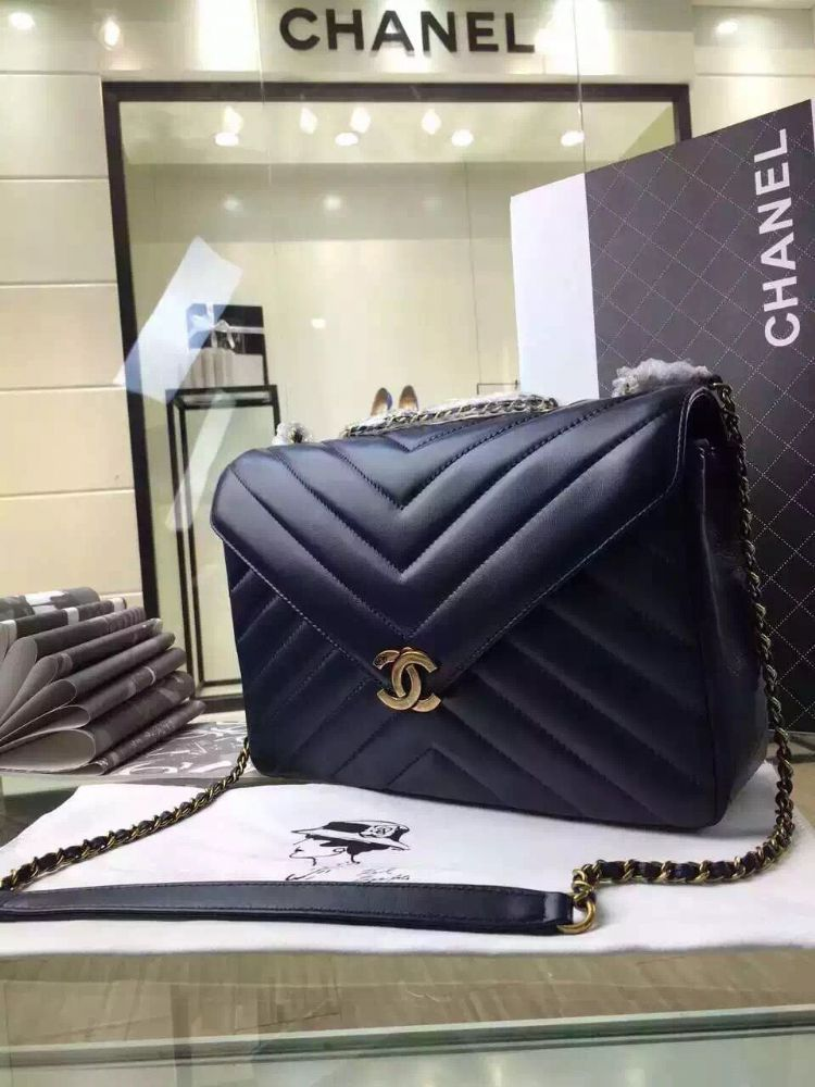 ce0388fef42c Chanel Herringbone Quilted Lambskin Flap Bag With A Removable Pouch Blue  Cruise 2016 Size 22cmVintage gold