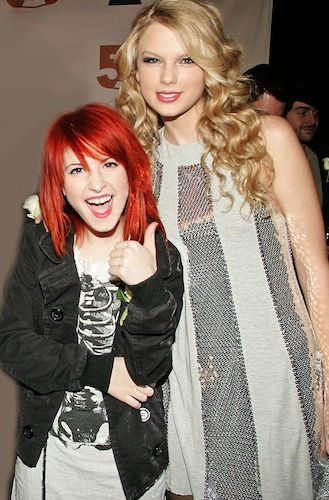 10 Photos Of Taylor Swift Towering Over Other Stars Photos Of Taylor Swift Paramore Hayley Williams Hayley Williams