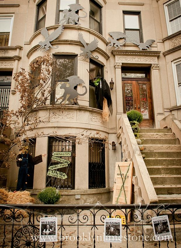 9 Scary-Impressive Houses Decked Out for Halloween Halloween