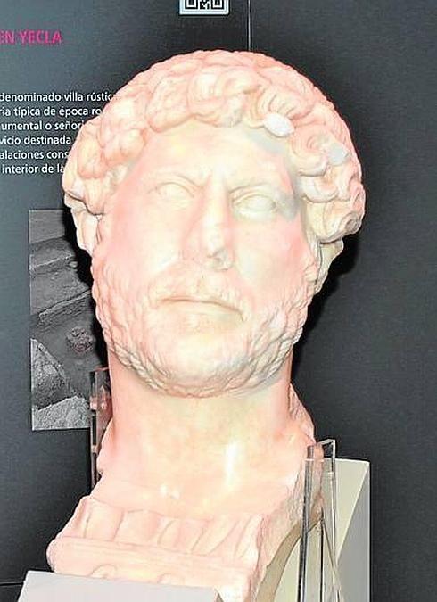 El Arqueológico recibe 8.000 visitas gracias al busto de Adriano