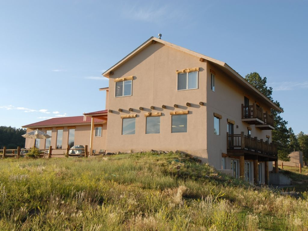Wonderful Mountain View Piedra Pines Lodge Is Located 4 Miles Nw
