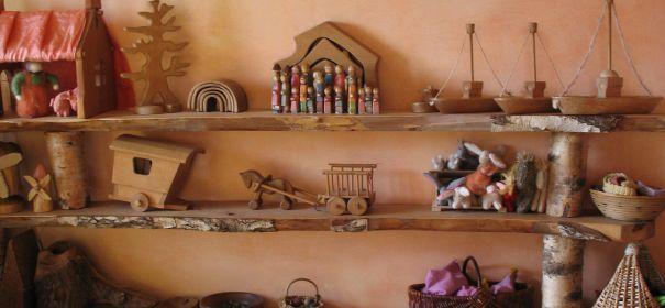 Pin von cs sz r ida auf spielzimmer pinterest regal for Raumgestaltung waldorfkindergarten