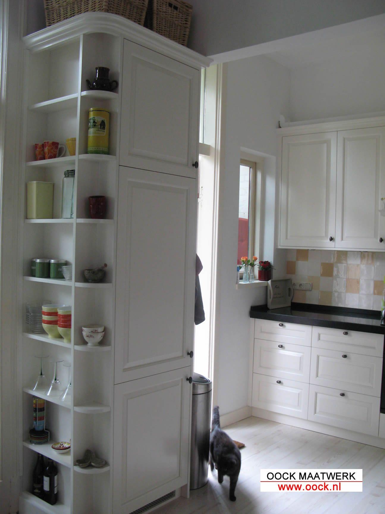 Maatwerk Keuken Met Houten En Handige Kasten Voor