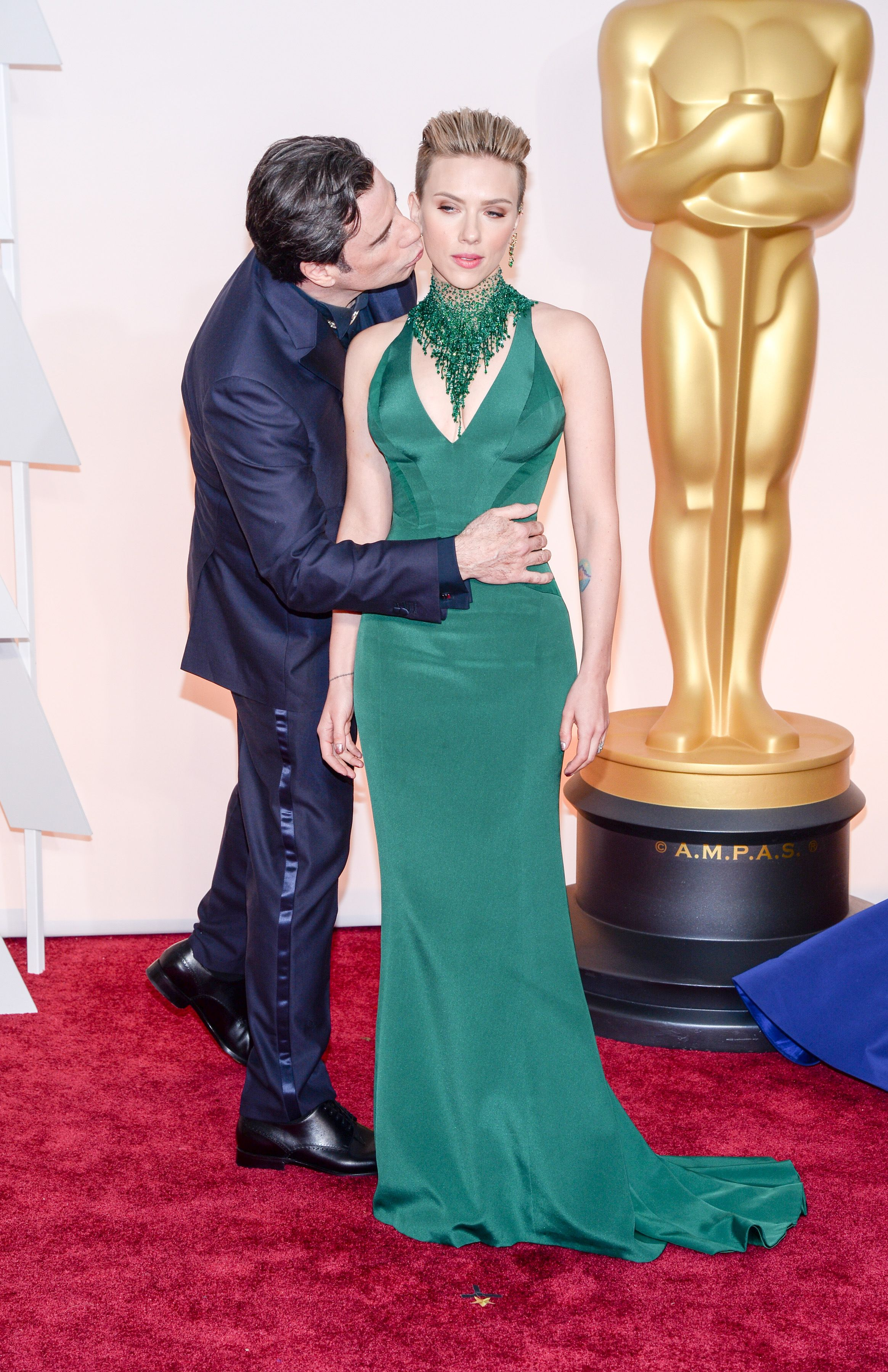 Scarlett Johansson in Atelier Versace custom gown matched with a ...