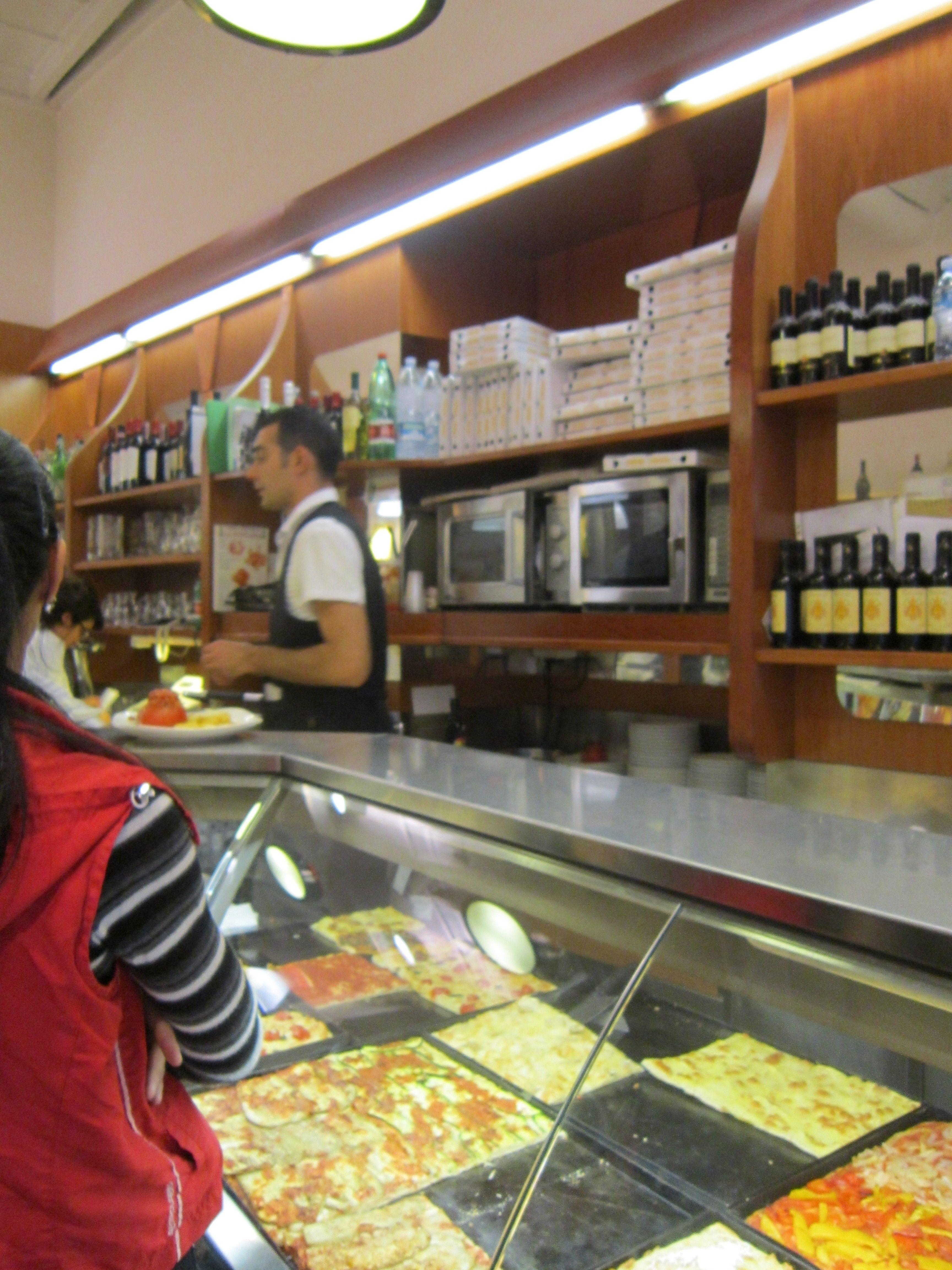 Pizza and Chianti at La Fontana Restaurante Rome, Italy