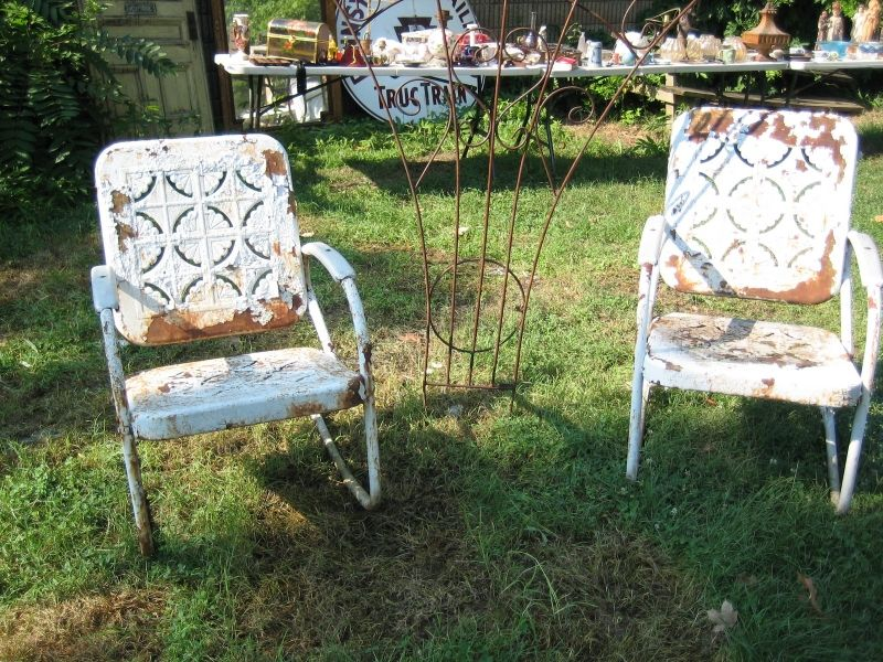 How to Refinish Metal Furniture | Outsiders Within | Outdoor ...