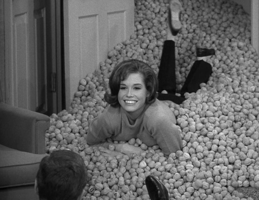 Mary Tyler Moore Feet 1038773 Jpg 1600 836 Television S Greatest Stars Themes Shows Pinterest And