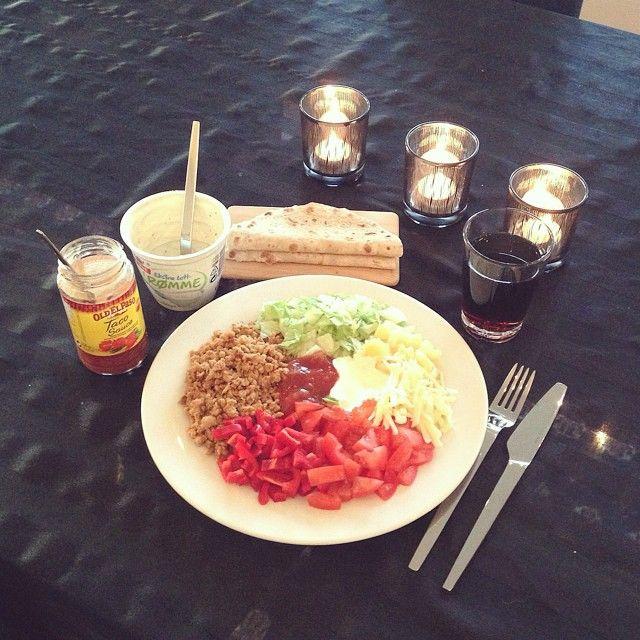 Dag 14/100: Når familien er på fjellet og jeg må være hjemme for å gå på skole synes jeg at jeg fortjener taco til middag på en tirsdag Jeg får til og med finfint besøk av @linnmong senere, så denne tirsdagen er ganske så bra✌ #100daysofhappiness #health #healthyfood #healthylifestyle #cleaneating #trainhard #abs #muscles #fit #fitspo #icaniwill #justdoit #workhard #getlean #highprotein #weightloss #eatclean #eattogrow #recovery #fitfam #fitgirl #fitness #fatloss #eatforabs #godtno #iifym