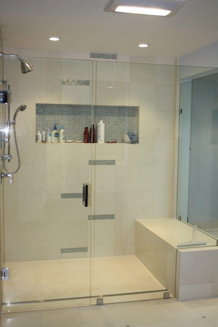 Dusche in Weiß mit kleinen Details aus Mosaiksteinen   kleine ...   {Dusche halbhoch gemauert glas 87}