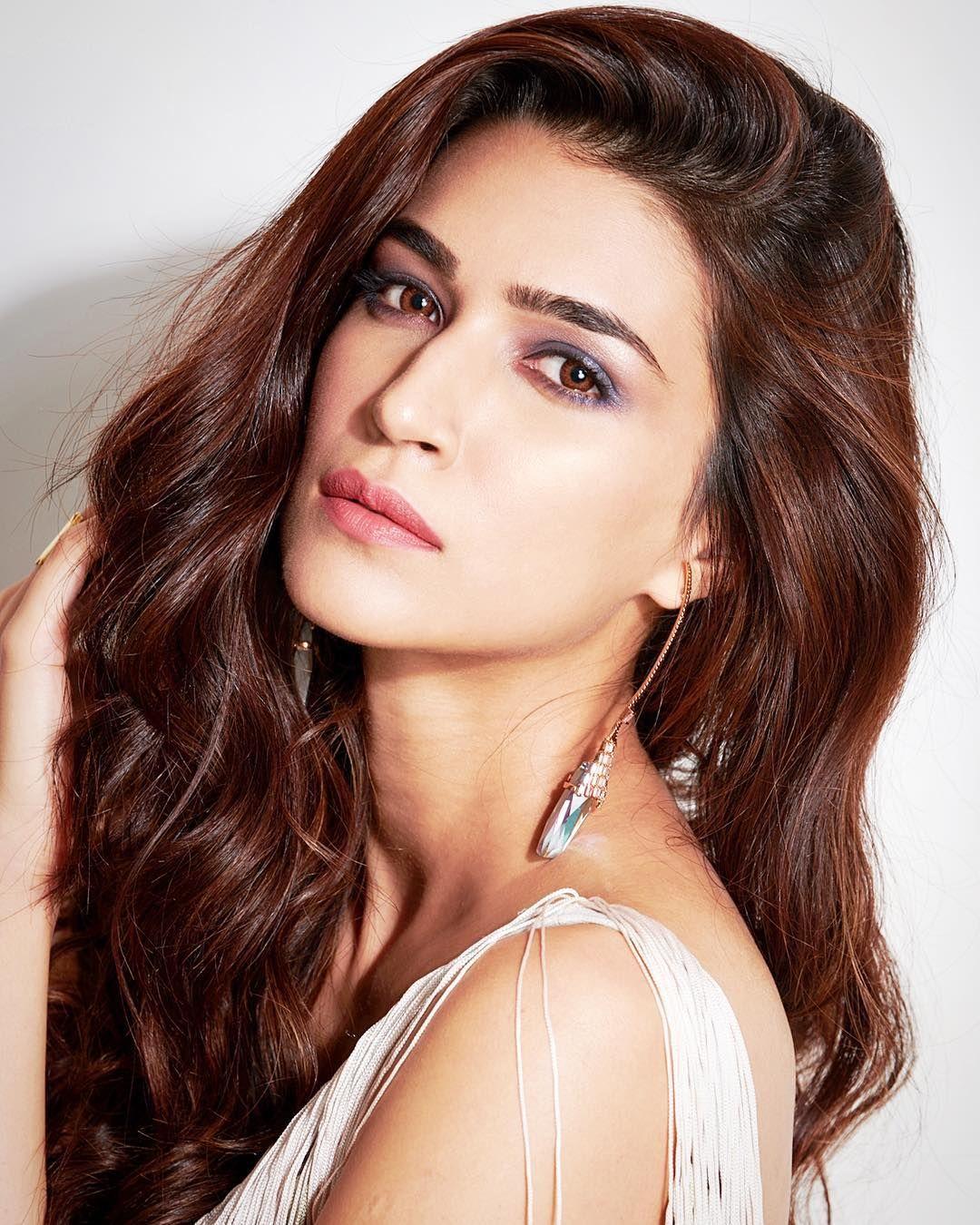 Hugedomains Com Bollywood Actress Bikini Beautiful Bollywood Actress Bollywood Celebrities