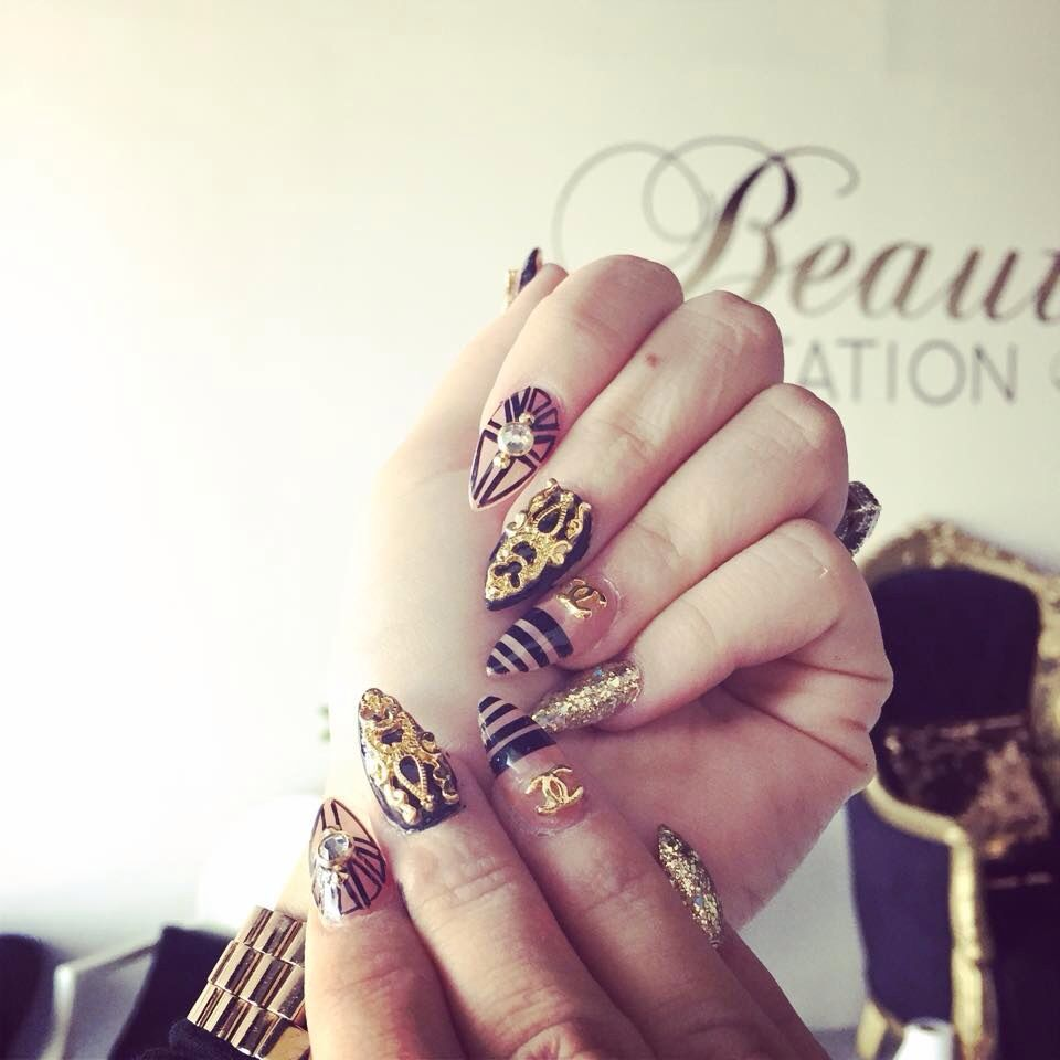 Nails black & gold   UÑAS NAILS DISEÑOS FASHION   Pinterest