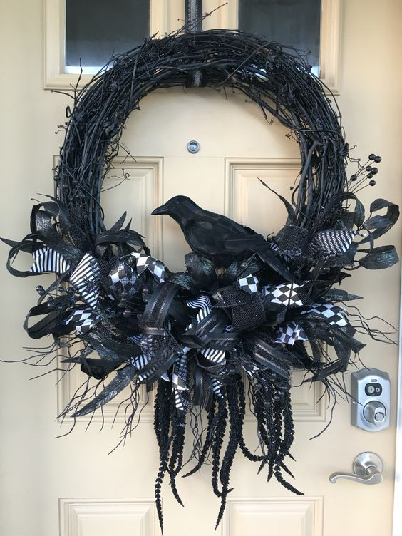 55+ Easy Effortless and Elegant Halloween Wreath Ideas - Gravetics
