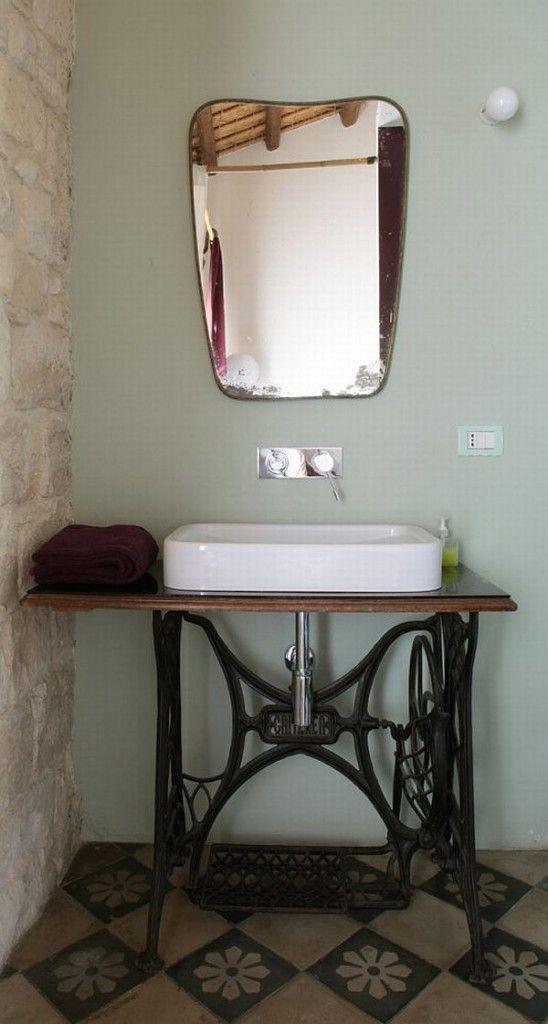 lavabo sur singer achine a coudre pinterest lavabo salle de bains et salle. Black Bedroom Furniture Sets. Home Design Ideas
