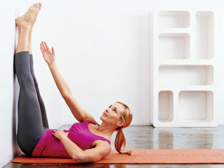 Resultado de imagem para упражнение для ног у стены