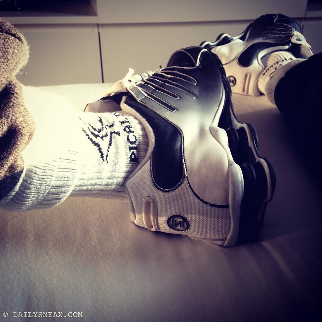 Chilling on my bed with my Nike Shox NZ Watershield and