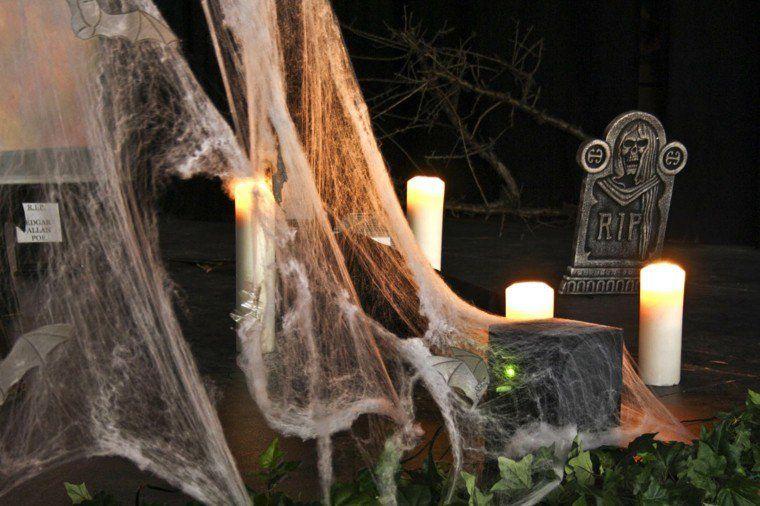 Décoration halloween maison toile daraignée bougies