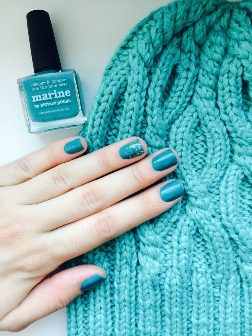 """picture polish """"marine"""" and my new hat"""