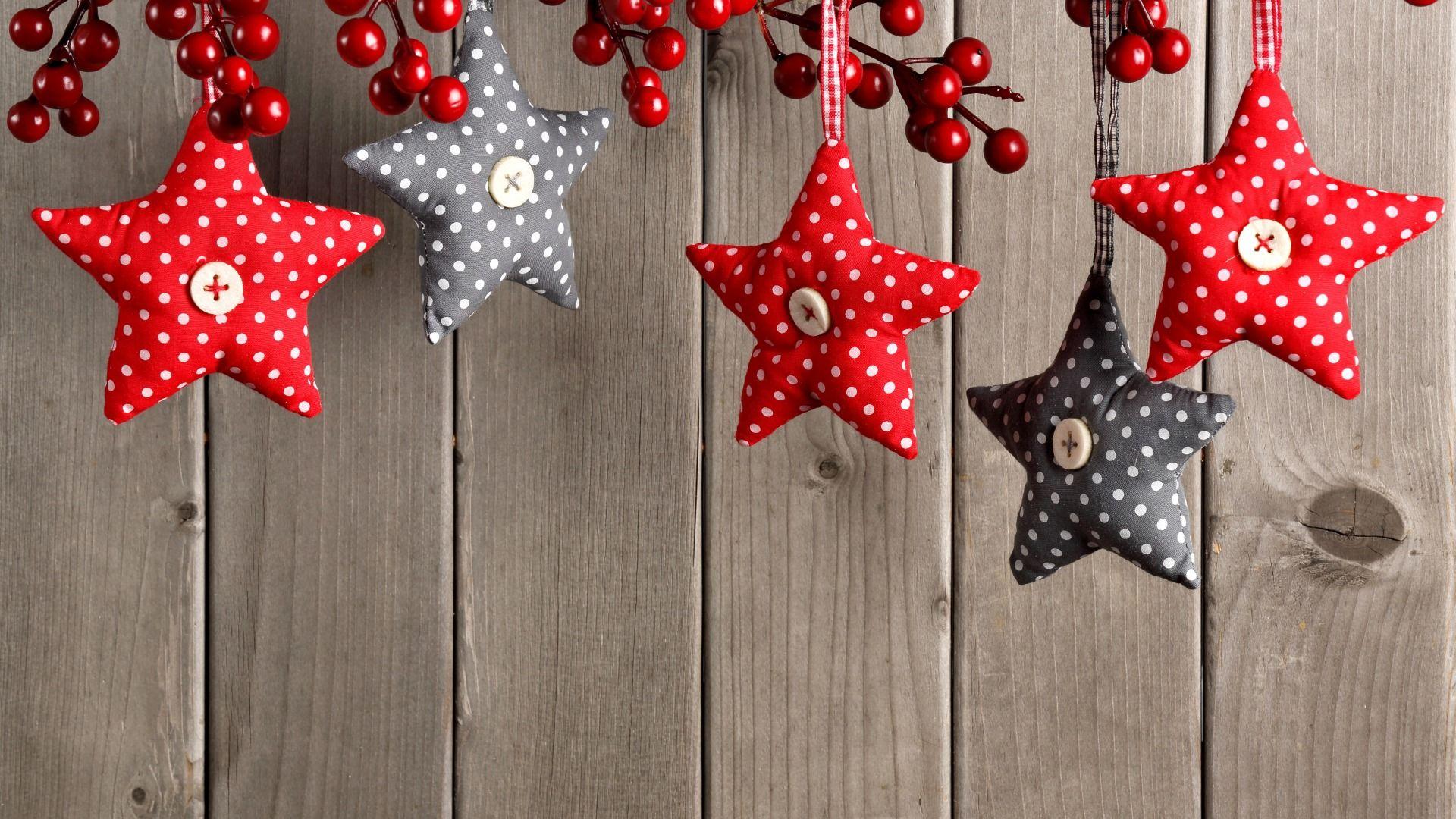Download Wallpaper stars, decoration, berries, New Year