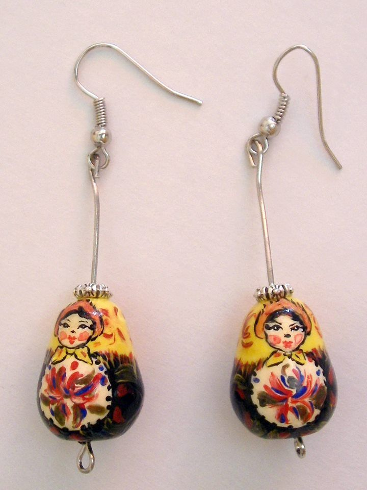 Hand made and hand painted matryoshka jewelry. Ръчно изработени и ръчно изрисувани малки бижута тип матрьошка/матрешка. https://www.facebook.com/matryoshkaaccessory