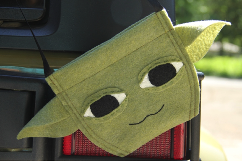 Loving this #StarWarsWeekends - inspired Yoda bag. Click to see how to make it. #Disney #DIY