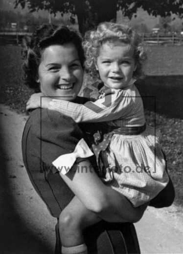Romy As A Child And Her Mother Magda Schneider Romy Schneider Actrice Actrice Francaise