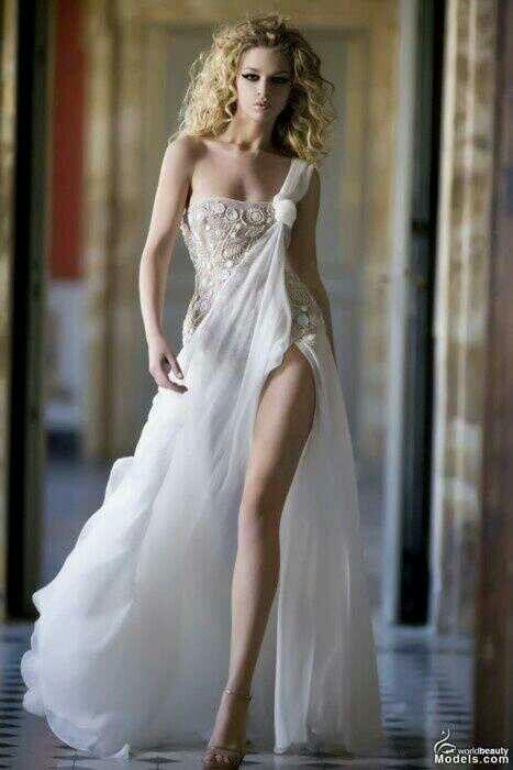 Greek goddes dress. Perfect for a simply beach wedding. OH MY GOSH.. I WANT SO BAD!!!