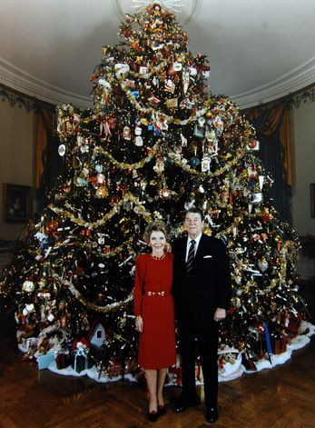 1981 Nancy Reagan theme:american folk art. The ornaments were loaned by the  Museum - The White House - East Wing The White House Pinterest White