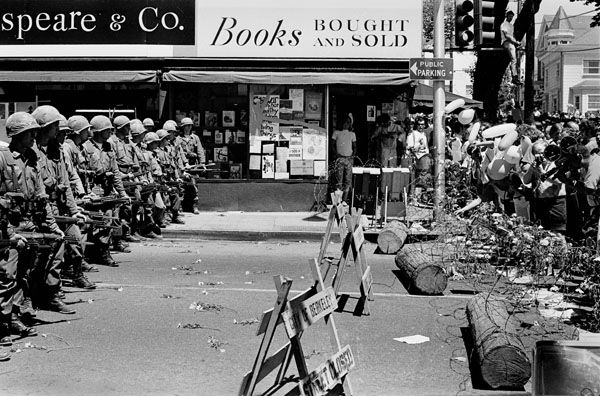 1960 S Berkeley Vietnam War Protest In Front Of Shakespeare Co Books Vietnam Protests San Francisco Bay Area California Usa