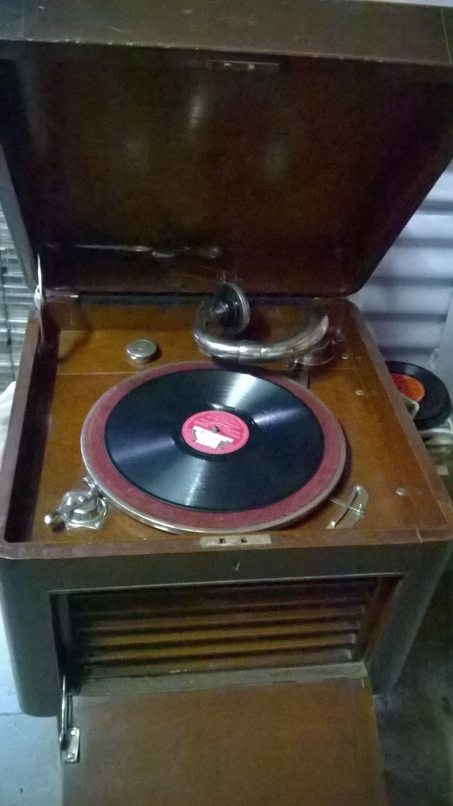 BAND MASTER RARE HUGE MANUAL GRAMOPHONE WITH 78 RPM SPEED FOR VINYLS