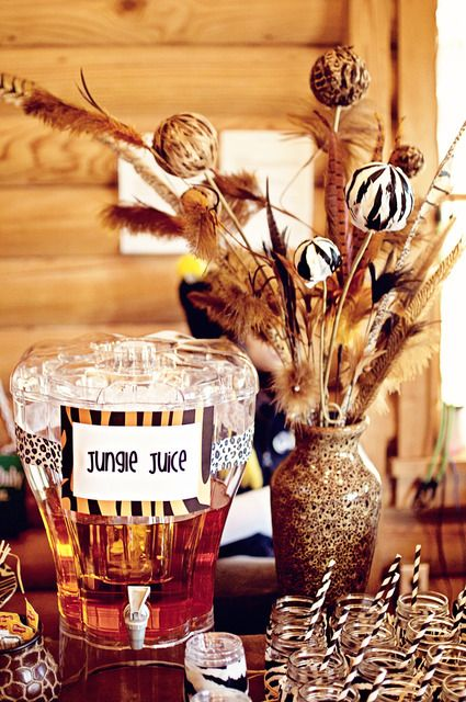 Zoo birthday party ideas jungle juice juice and animal for Animal print party decoration ideas
