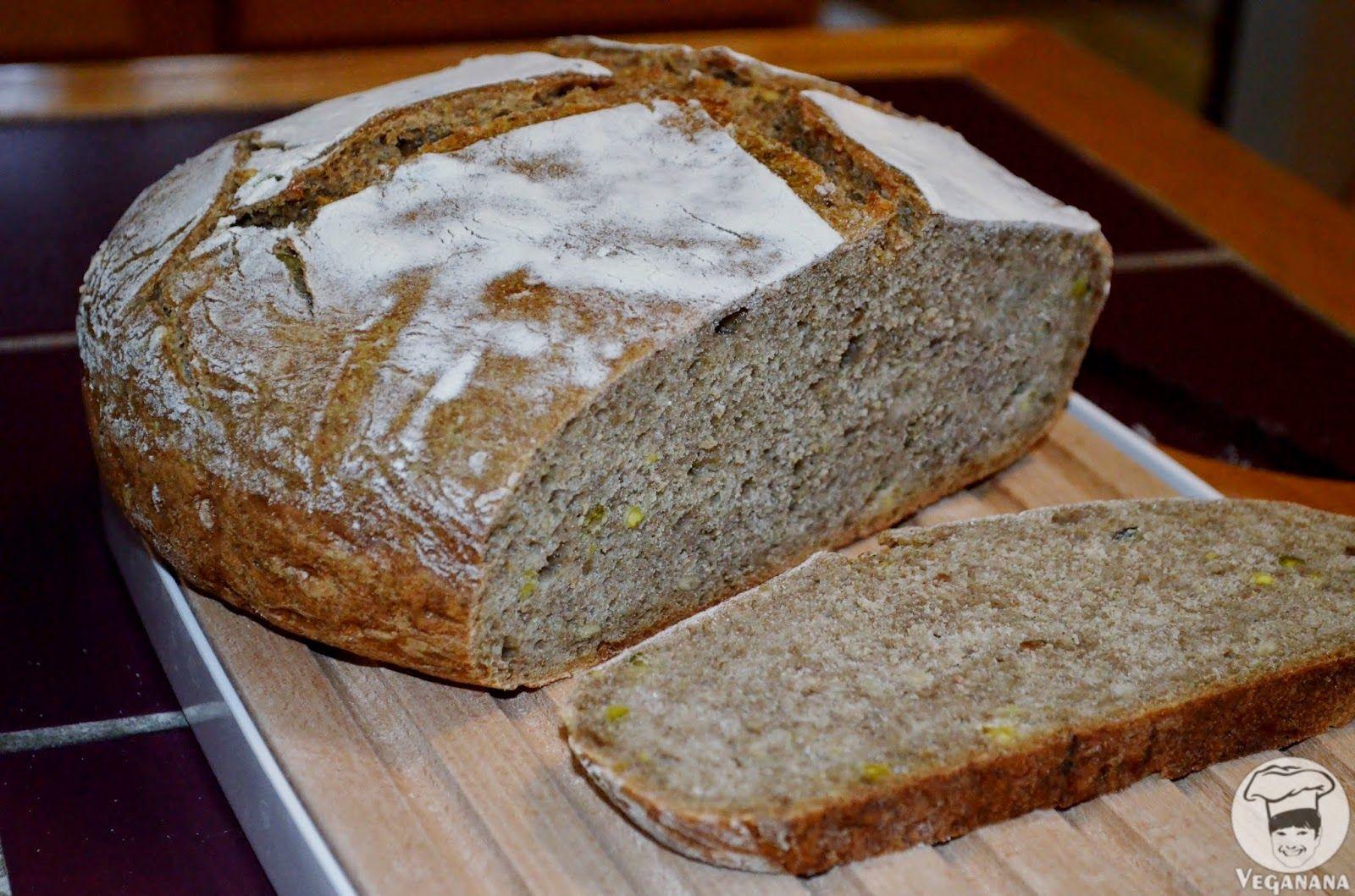 Outra deliciosa versão de pão feito com fermentação lenta. Desta vez eu fiz com a metade de farinha de centeio e metade branca. Depois m...