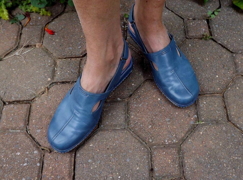 62a41ea88bca4 Womens Sandal Slingback Shoe SoftWalk  Comfortable Slip on Blue La Jolla  Size 8  Softwalk