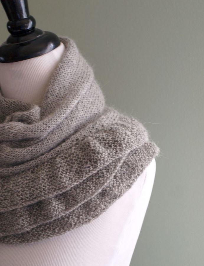 A Little Ruffle   AllFreeKnitting.com   scarf patterns   Pinterest ...