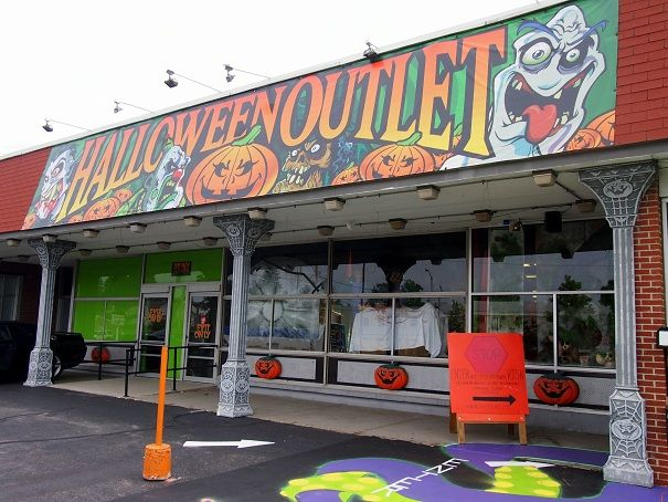 Halloween Outlet Worcester, MA. Must go here!!