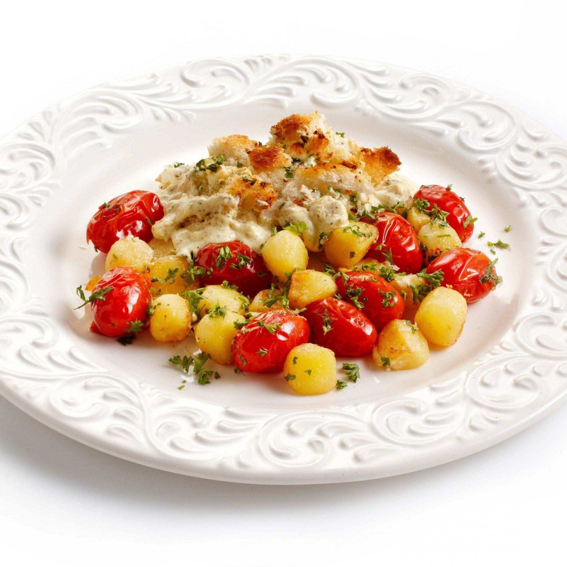 Morue festonnée avec pommes de terre et tomates cerises Morue festonnée avec pommes de terre et tomates cerises