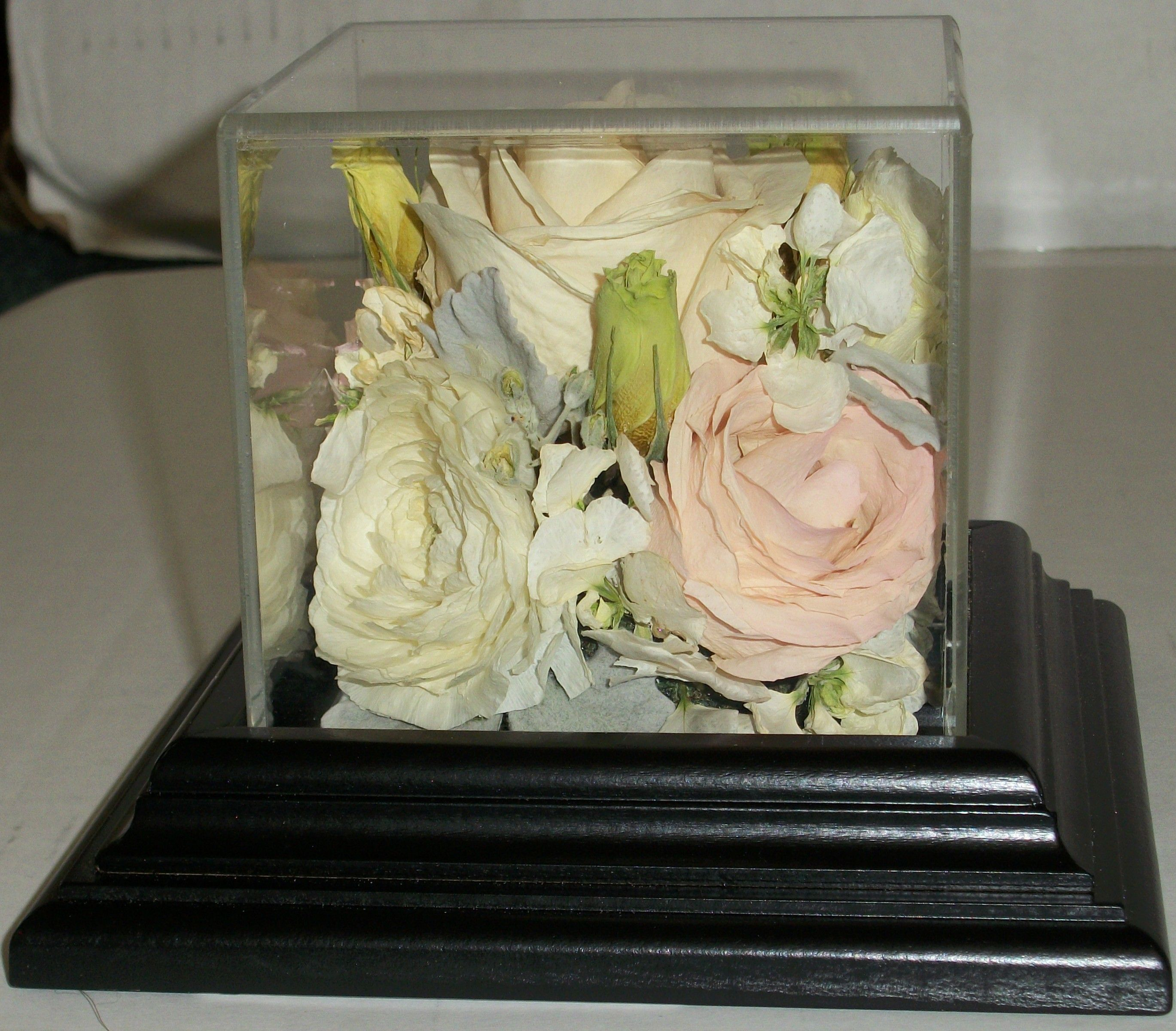 Do you have wedding flowers that you would like to
