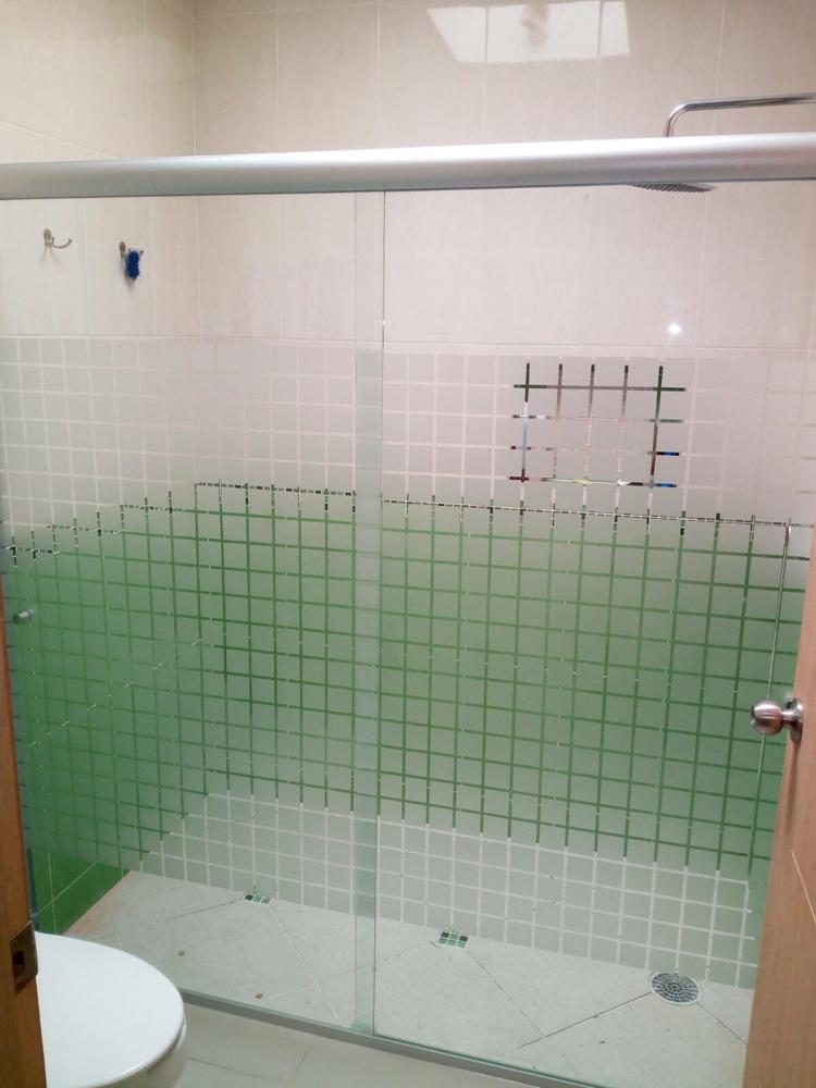 Nuestros canceles para baño en vidrio templado y en aluminio cuentan ...
