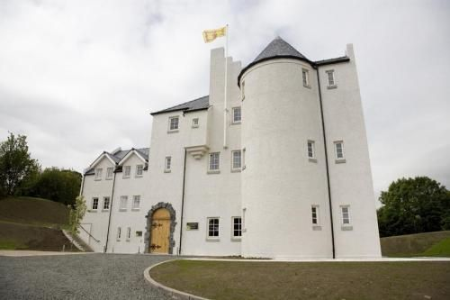 Glenskirlie Castle Near Stirling Is The Perfect Mix Between Modern And Traditional With Its Caithness Stone Floors Open Fires Along