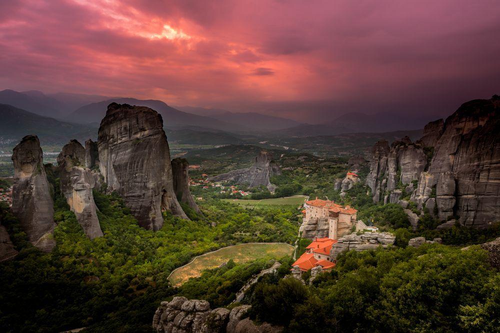 Grèce Météores - Meteora sunset I Photo by Asaf Amran — National Geographic Your Shot